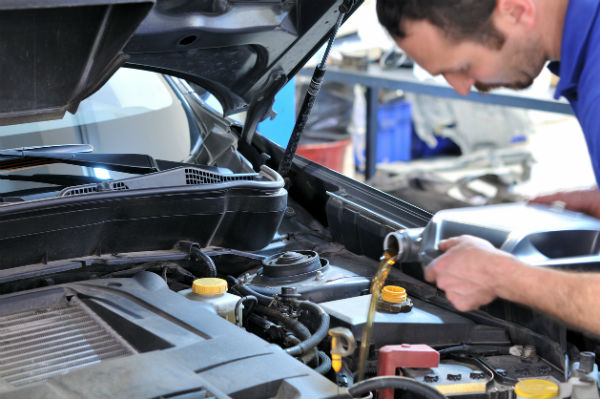 Need Oil Changes for Your Fleet? Should You Use Synthetic or Conventional Oil?